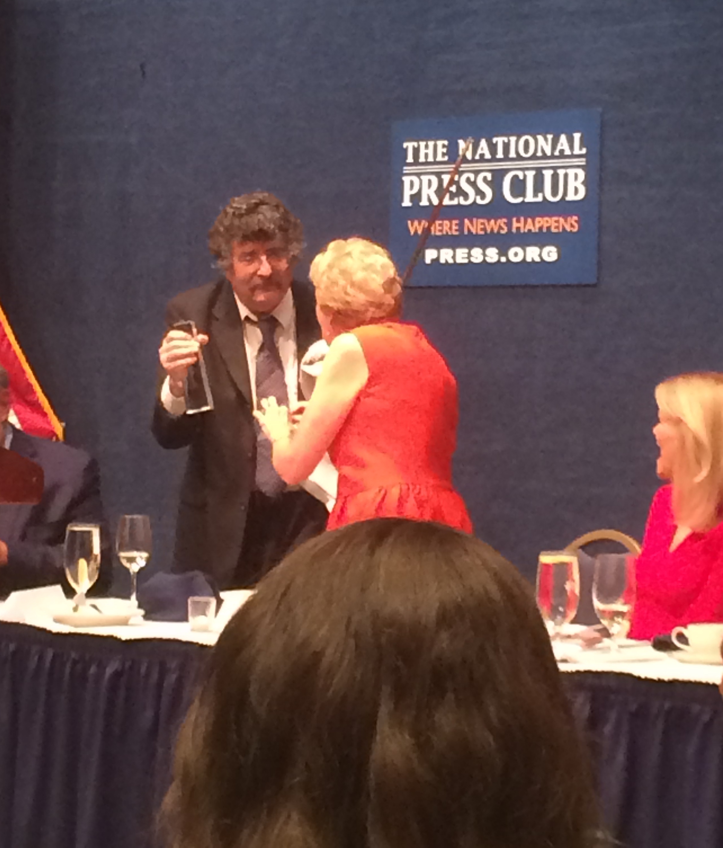 Gene Weingarten accepts his award from outgoing SPJ-DC chapter president Kathleen Burns. Martha Raddatz is seated to the right.
